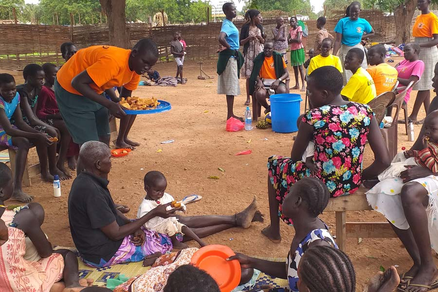 Peae-club-visits-orphanage